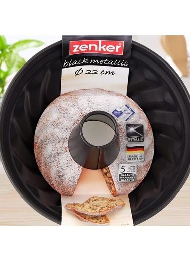 Zenker Zenker 6526 Black lic Teflon Kaplama Dilimli Borulu Kek Kalıbı 23 cm Renkli